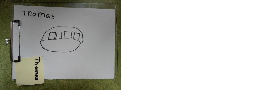 Zeichnung von Thomas: ein Oval mit vier Rechtecken. (soll einen Picknickkorb mit Konserven darstellen)